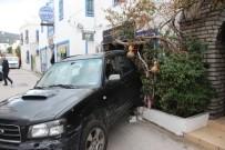 YENIKÖY - Firen Yerine Gaza Bastı, Cipiyle Dükkana Girdi