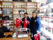 CAN AKSOY - Gölbaşı Kaymakamlığı Türk Bayrağı Dağıttı
