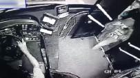 OTOBÜS ŞOFÖRÜ - Kahraman Şoför Yolcunun Çantasını Hırsızlardan Kurtardı