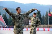 ASKER AİLESİ - Komandolardan Zeybek, Horon Ve Halay Performansı