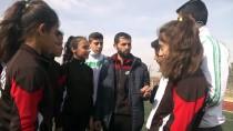 SALON ATLETİZM ŞAMPİYONASI - Köy Çocuklarının Atletizm Başarısı