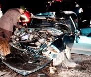 ÜNİVERSİTE HASTANESİ - Otomobil Tıra Çarptı Açıklaması 3 Ölü, 2 Yaralı