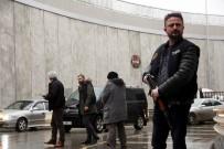 BOMBA İMHA UZMANLARI - Samsun'da Polis 'Dur' İhtarına Uymayan Aracın Lastiklerine Ateş Etti