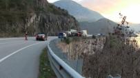 ALI HAYDAR - Artvin'de Ot Yüklü Kamyonların Kazaları Korkutuyor