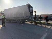 SERVİS OTOBÜSÜ - Dorsesi Kopan Tır Zincirleme Kazaya Yol Açtı Açıklaması 16 Yaralı