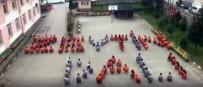 Düzce'de Öğrenciler Okul Bahçesinde 'Zeytin Dalı' Yazdılar