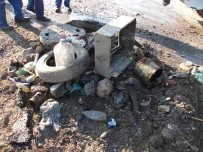 ARABA LASTİĞİ - Kanalizasyon Kirliliğine Dikkat Çektiler