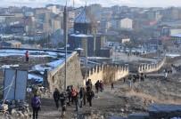 KÜMBET - Kars Kalesi Ve Kümbet Camisine Yoğun İlgi