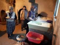 HACıKEBIR - Köylü Kadınlar Yaptıkları Ekmekleri Satıp Parasını Mehmetçik Vakfı'na Bağışladı
