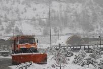 KAR LASTİĞİ - Bolu Dağı'nda Kar Yağışı Etkili Oluyor