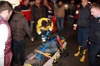 CAMBAZ - Hafifi Ticari Kamyonete Çarpan Motosiklet Alev Alev Yandı