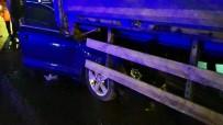 GÖRGÜ TANIĞI - Tır Dorsesinin Altına Giren Otomobil 80 Metre Sürüklendi