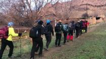 AĞRı DAĞı - Dağcılar Hocalı Kurbanları İçin Tırmandı