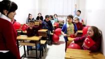 FEN BILGISI - Gündüz Öğrencilik Akşam Gönüllü Öğretmenlik Yapıyorlar