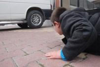 YAVRU KÖPEK - Küçük çocuk yaralı köpeğin başından 1 saat ayrılmadı