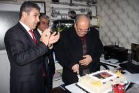 MUHTARLAR KONFEDERASYONU - Muhtarlardan Başkan Kutlu'ya Sürpriz Doğum Günü