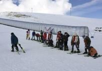 RASIM ÖZDENÖREN - Öğrencilere kayak eğitimi