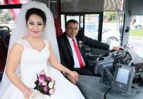 GELİN ARABASI - Şoför Çiftin Gelin Arabası Kullandıkları Belediye Otobüsü Oldu