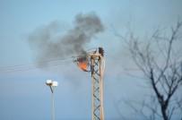 SINOP ÜNIVERSITESI - Elektrik Direğinde Korkutan Patlama