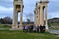 MUSTAFA BÜYÜKYAPICI - İzmir Anadolu Engelliler Derneği Karacasu'yu Gezdi