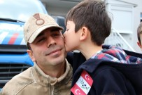 JANDARMA KARAKOLU - Minik Yürekleriyle Asker Abilerine Moral Verdiler