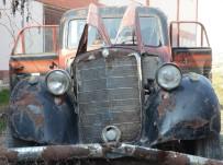 MERCEDES - 69 Yıllık Klasik Otomobil Asfalt Yolu Gözlüyor