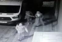 KAPKAÇ - (Özel) İstanbul'da Çocuğuyla Yürüyen Kadına Kapkaç Şoku Kamerada