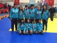 KOCAPıNAR - Salihlili Judocular, Uşak'ta Madalyaları Topladı