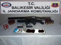 ARAÇ PLAKASI - Sındırgı'da Ruhsatsız Silah Ele Geçirildi