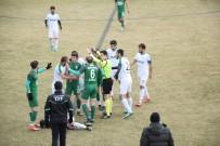 KENDİ KALESİNE - Şuhut Belediye Hisarspor-Yatağanspor Futbol Müsabakasında Gerginlik Yaşandı