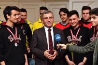 BASKETBOL TURNUVASI - Üsküdarlı Şampiyonlardan Örnek Davranış