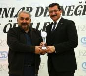 MEHMET ÇEVİK - Başkan Ak'a Yılın Belediye Başkanı Ödülü
