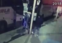 OTOBÜS ŞOFÖRÜ - Fatih'te Otobüste Müşterilerin Parasını Gasp Eden Sahte Polisler Tutuklandı
