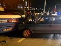 MEHMET AKIF ERSOY ÜNIVERSITESI - Halk Otobüsüyle Otomobil Çarpıştı Açıklaması 7 Yaralı