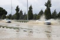 EGE BÖLGESI - Manisa-İzmir Yolu Göle Döndü