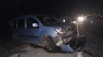 Niğde'de İki Otomobil Kafa Kafaya Çarpıştı Açıklaması 4 Yaralı