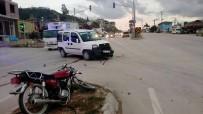 ALI ASLAN - Otomobil İle Motosiklet Çarpıştı Açıklaması 1 Yaralı