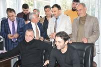 OKTAY KAYNARCA - Ünlü Oyuncular, Fatma Avlar'ın Sırasına Karanfil Bıraktı