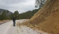 TOPRAK KAYMASI - Bu Yol Tehlike Saçıyor