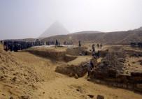 KAHIRE - Mısır'da 4 Bin 400 Yıllık Rahibe Mezarı Bulundu