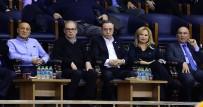 BILYONER - Mustafa Cengiz Derbide Takımını Yalnız Bırakmadı