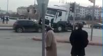 GENÇ OSMAN - Otomobil Sürücüsüne Kızdı, Tırı İle İki Otomobile Çarpıp Kaçtı