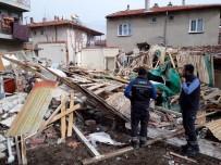 VEYSEL KARANI - Afyonkarahisar'da Doğalgaz Patlamasında Tek Katlı Ev Çöktü Açıklaması 2 Yaralı