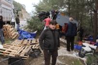 TAHTALI DAĞI - Antalya'da Önüne Domuz Sürüsü Çıkan Tır Devrildi