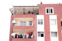 ÖZEL HAREKAT POLİSLERİ - Başbakan Yıldırım'ı Reyhanlı'da Görenler Balkonlara Koştu