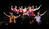 NAZIM HİKMET - Bayraklı Bu Tiyatroyu Sevdi