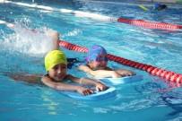 YÜZME KURSU - Buca'da Yüzme Kurslarına Öğrenci Akını