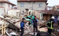 VEYSEL KARANI - Doğalgaz Patlamasında Tek Katlı Ev Çöktü Açıklaması 2 Yaralı