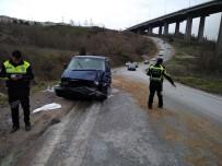 MALTA - İzmit'te Traktör Minibüsle Çarpıştı Açıklaması 4 Yaralı