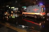 YAŞLI ADAM - Otomobilin Çarptığı Yaşlı Adam Ağır Yaralandı